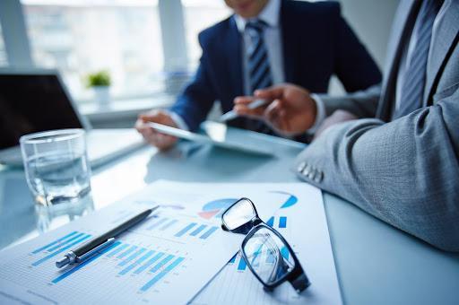 Ticaret hukuku dersinin şirketler hukuku konusunu ele alan bir özet. Kaliteli bir ticaret hukuku ders notu. Hukuk Sebili aracılığı ile.